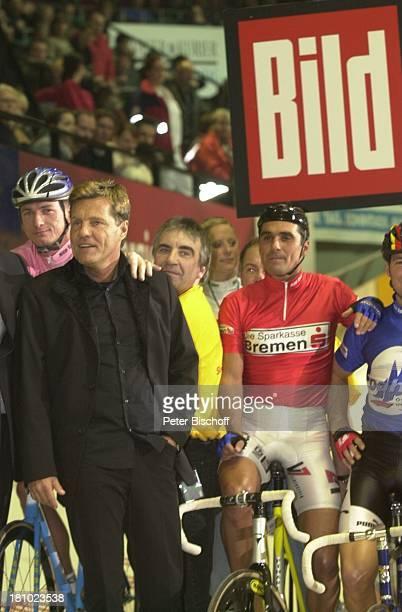 Dieter Bohlen Andreas Kappes RadRennfahrer '39 Bremer 6TageRennen' Bremen 'Bremer Stadthalle' beim Startschuss Rad Rennrad Fahrer 'Bild'Logo Fahrrad