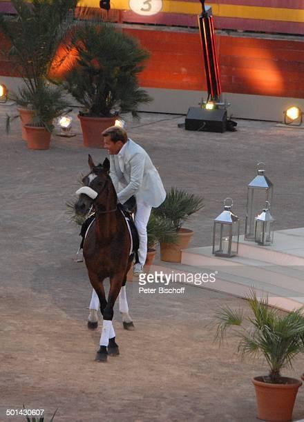"""Dieter Bohlen reitet auf Pferd in Arena ein, 196. ZDF-Show """"Wetten, dass ...?"""", Sommer-Special, Stierkampfarena """"Coliseo Balear"""", Palma de Mallorca,..."""