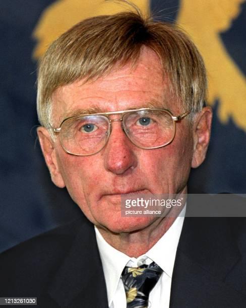 """Dieter Grosser, Autor des Buches """"Das Wagnis der Währungs-, Wirtschafts- und Sozialunion"""", das am 2.7.1998 in Bonn vorgestellt wurde. Grosser..."""