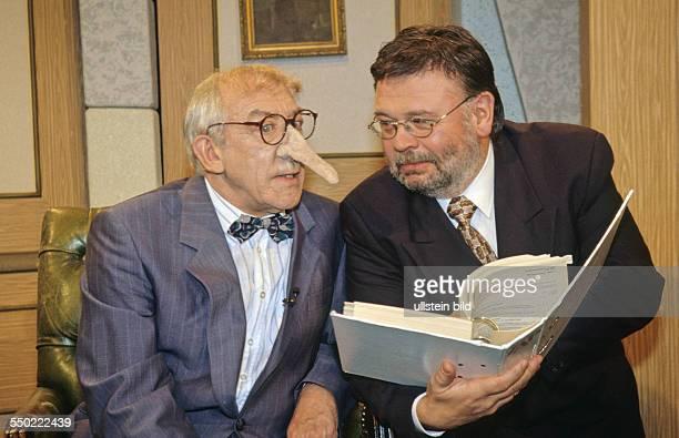 Dieter Hallervorden und Manfred Breschke am Set von HALLERVORDENS SPOTLIGHT in Berlin