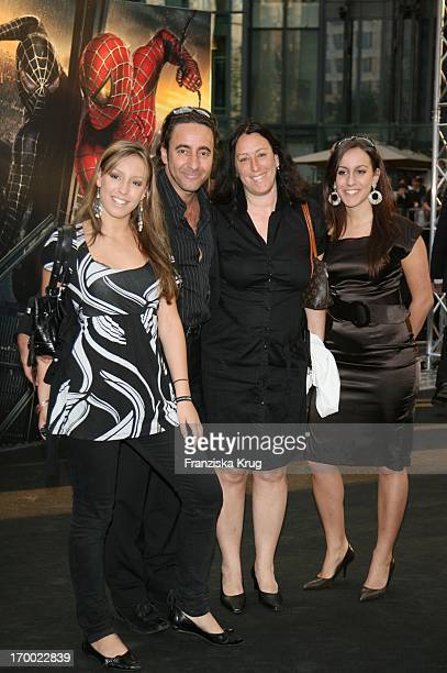 Dieter Landuris With His daughter Fanny his wife Natasha and daughter Isabella Luna With The Arrival to Spider Man 3 Premiere In Berlin On 250407