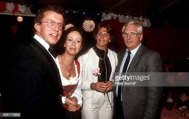 Dieter Thomas Heck, Ehefrau Ragnhild Heck, Elisabeth Derwall, Ehemann Jupp Derwall, Schlossfest 1978 am im Schloß Aubach bei Baden-Baden, Deutschland.