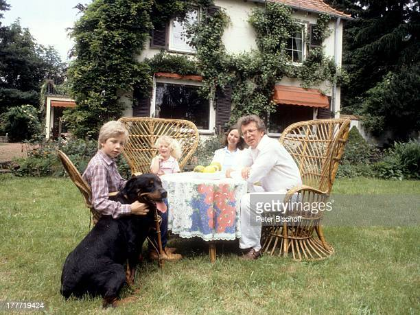 Dieter Thomas Heck Ehefrau Ragnhild Sohn Kim Tochter Saskia Rottweiler Henrik Homestory Saarbrücken Saarland Deutschland Europa Kind Familie Garten...