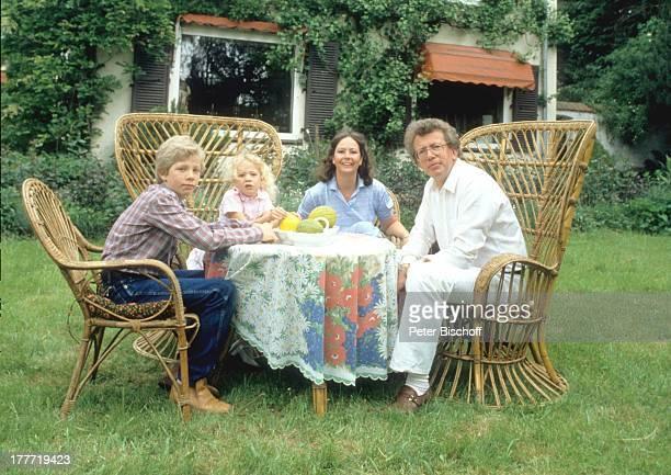 Dieter Thomas Heck, Ehefrau Ragnhild, Sohn Kim, Tochter Saskia, Homestory, Saarbrücken, Saarland, Deutschland, Europa, Kind, Familie, Garten,...