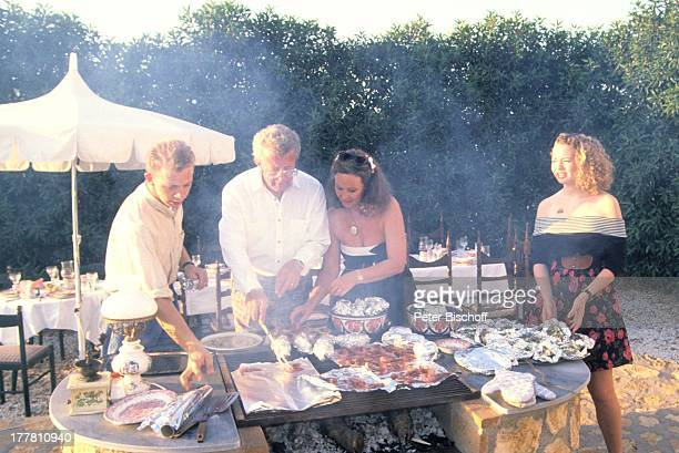 Dieter Thomas Heck Ehefrau Ragnhild Tochter Saskia Sohn Kim Urlaub Villa Casa Grande Calarbadina Spanien Europa Familie Ferienhaus Barbecue Grillen...