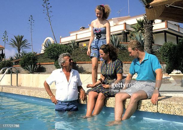 Dieter Thomas Heck Ehefrau Ragnhild Tochter Saskia Tochter Kim Urlaub Villa Casa Grande Calarbadina Spanien Europa Familie Ferienhaus Pool Moderator...