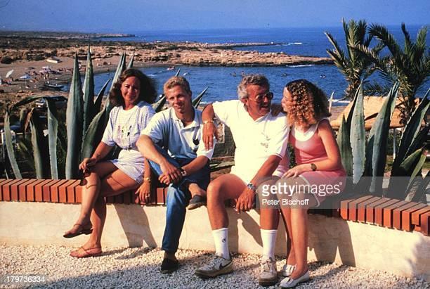 Dieter Thomas Heck mit Ehefrau Ragnhild Sohn Kim und Tochter SaskiaCalabardina / Spanien 1990
