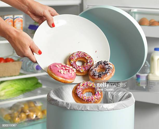 dieter throwing away donuts - nederlaag stockfoto's en -beelden