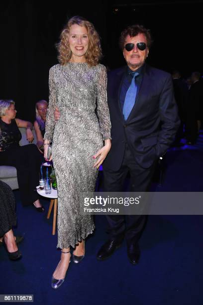 Dieter Wedel and Franziska Reichenbacher attend the Goldene Henne on October 13 2017 in Leipzig Germany
