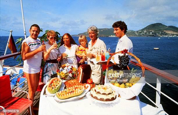 Diether Krebs Ehefrau Bettina Anke und Rudi Carrell mit Sohn Alexander Steward am Rande der Dreharbeiten zur ZDFReihe 'Traumschiff' Folge 9 'Puerto...