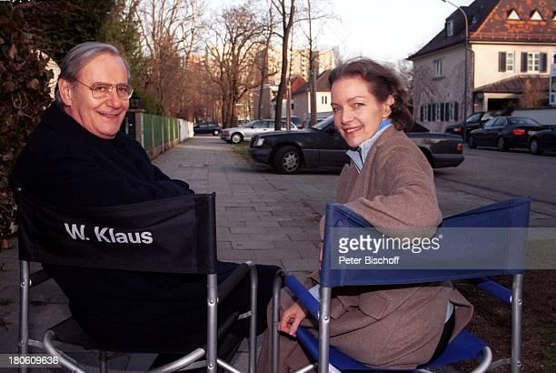 "Dietlinde Turban, Wilfried Klaus, ZDF-Serie ""SOKO 5113"", 275. Folge: ""Die Stimme"", München, ""Regiestuhl"", Brille,"