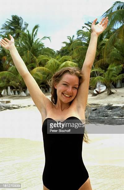 Dietlinde Turban ZDFReihe 'Traumschiff' Folge 5 'Karibik/Grenada' Karibik Urlaub Badeanzug Strand Palmen Schauspielerin Promis Prominente Prominenter