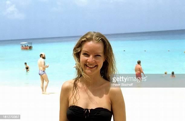 Dietlinde Turban ZDFReihe Traumschiff Folge 5 Karibik/Grenada Karibik Urlaub Badeanzug Strand Touristen Meer Schauspielerin Promis Prominente...