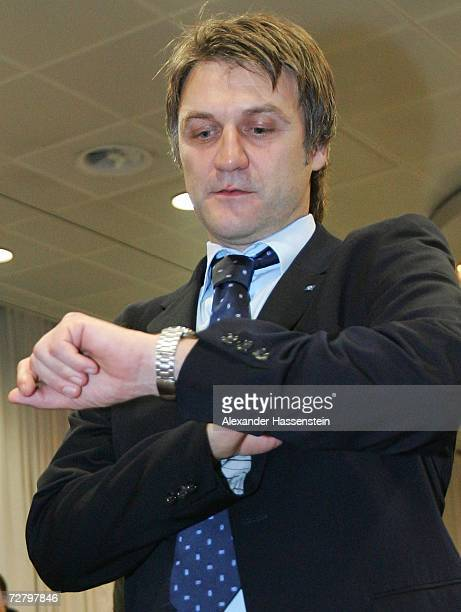 Dietmar Beiersdorfer, Sporting manager of Hamburger SV, checks the time during the general meeting of Hamburger SV at the Congress Center on December...
