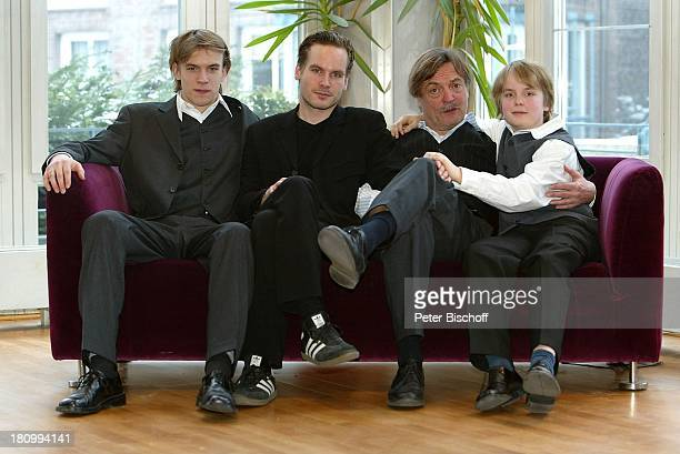 """Dietmar Mues , Sohn Jona Mues, Sohn Wanja Mues, , Sohn Woody Mues, neben der Lesung, Programm """"Von Tieren und Menschen"""", Hamburg , """"Komödie..."""