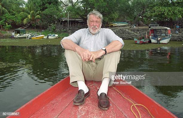 Dietmar Schönherr BootAusflug Lago de Nicaragua Granada Nicaragua PNr339/96 Schauspieler Hemd VollBart Fluss Baum Promi PS Foto PBischoff/SC