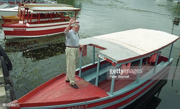 Dietmar Schönherr BootAusflug Lago de Nicaragua Granada Nicaragua PNr339/96 Schauspieler Hemd VollBart Fluss RettungsWeste Promi PS Foto PBischoff/SC