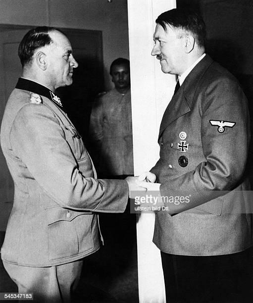 Dietrich Josef 'Sepp'28051892SSOffizier DAdolf Hitler überreicht Generaloberst Sepp Dietrichdie Brillianten zum Ritterkreuz