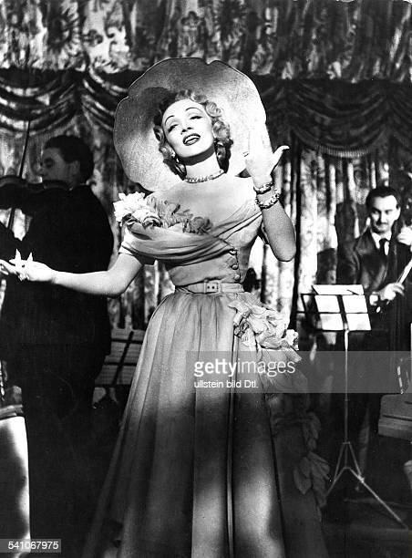 Dietrich, Marlene - Actress, Germany - *27.12..1992+ Scene from the movie 'Stage Fright' Directed by: Alfred Hitchcock USA 1950 Film Production:...