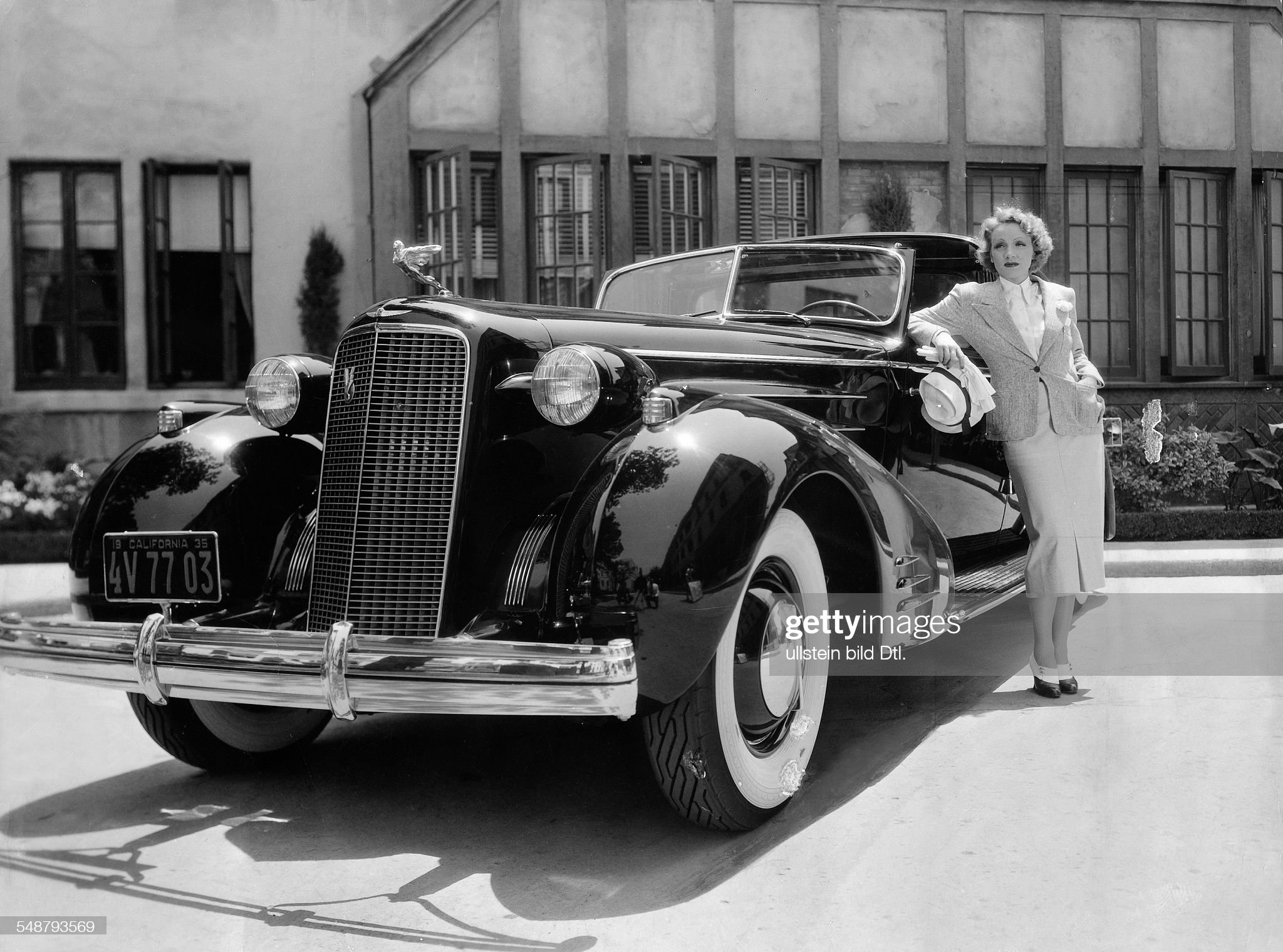 Dietrich, Marlene - Actress, Germany - *27.12.1901-06.05.1992+ with her car - a Rolls Royce - in front of the Paramount studio in Hollywood - 1932 - Vintage property of ullstein bild : News Photo