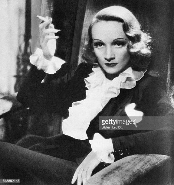 Dietrich Marlene Actress Singer Germany* as Altar Keane in the film 'Rancho Notorius' USA 152director Fritz Lang 1952 Published by 'Berliner...