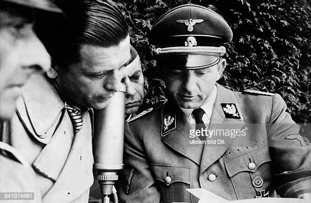 Dietrich Otto Journalist Politician NSDAP Germany*31081897 In conversation with Rolf Wernicke correspondent of the Großdeutscher Rundfunk before the...