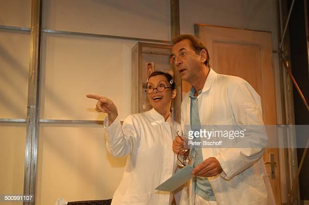 Dietrich Siegl Susanne Uhlen TheaterKomödie Die Kaktusblüte München Deutschland PNr 1613/2006 Bayrischer Hof Theaterstück Bühne Auftritt ArztKittel...