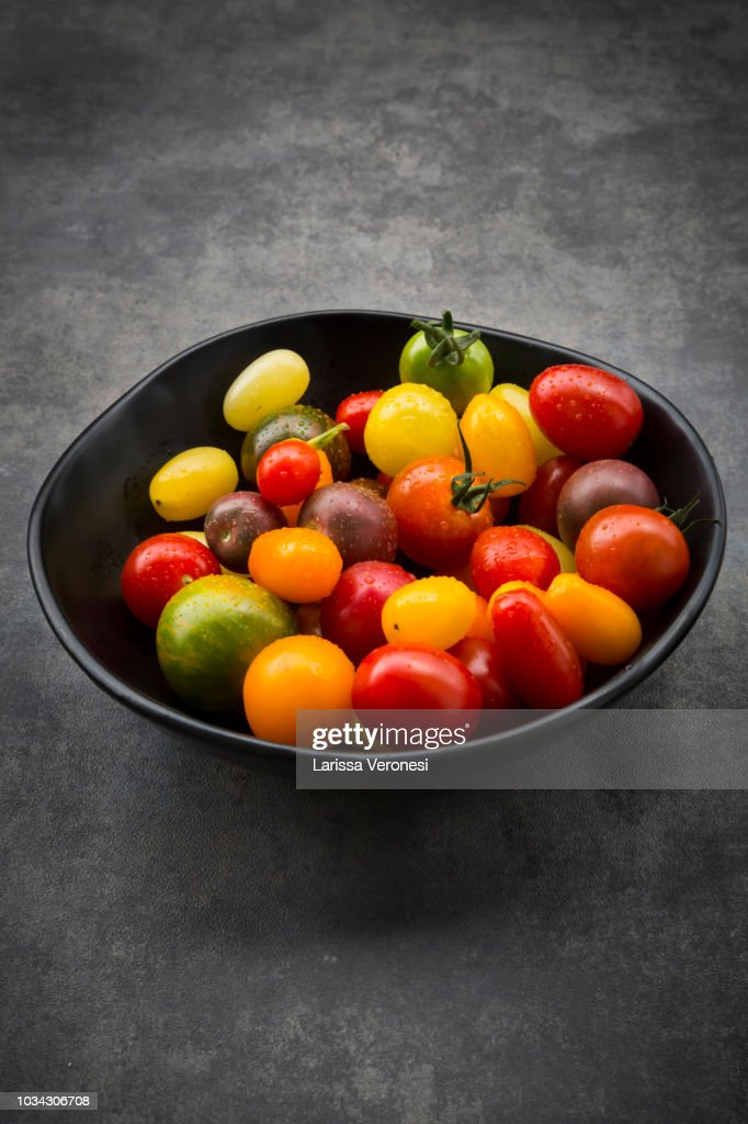 different heirloom tomatoes : Stock-Foto