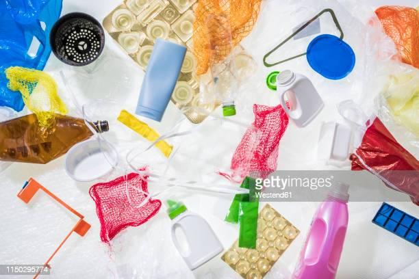 different plastic waste - plastikmaterial stock-fotos und bilder
