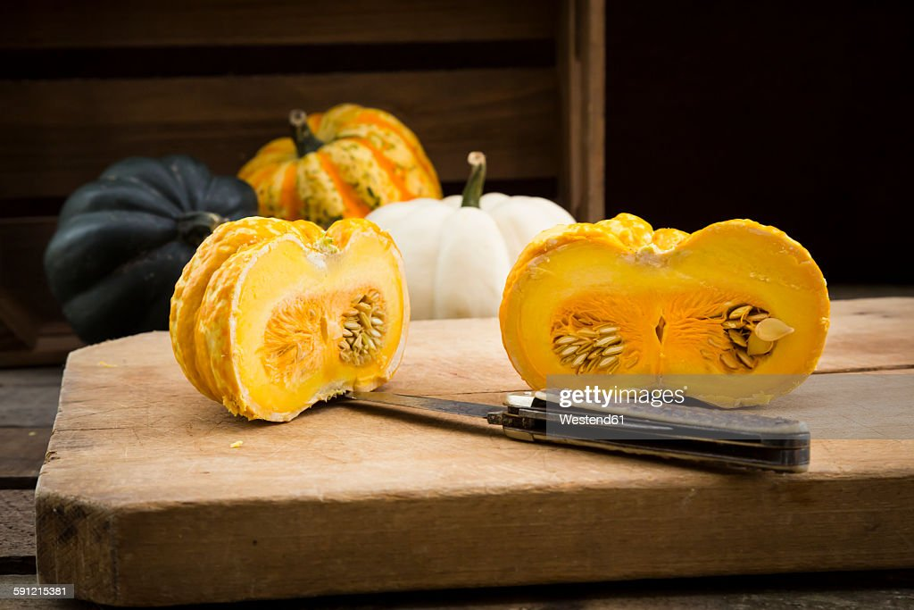 Different sorts of mini squashes with sliced Jack be Little in the foreground : Stock-Foto