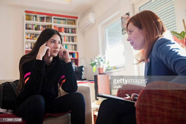 difficult discussions - psychiatrist's couch stock pictures, royalty-free photos & images