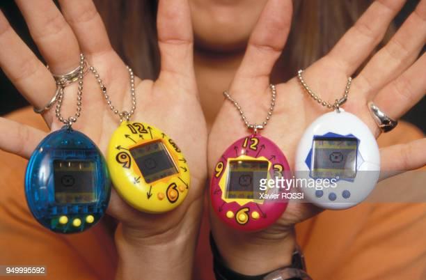 Différents modèles de tamagotchis animaux de compagnie virtuels japonais dotés d'un programme informatique en juin 1997 à Paris France
