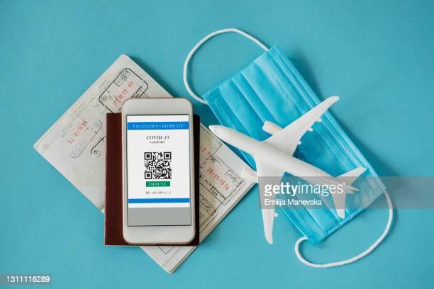 digital certificate of covid-19 vaccination. - travel foto e immagini stock