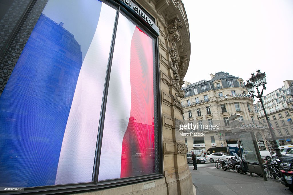 National Tributes For The Victims Of The Paris Terrorist Attacks : News Photo