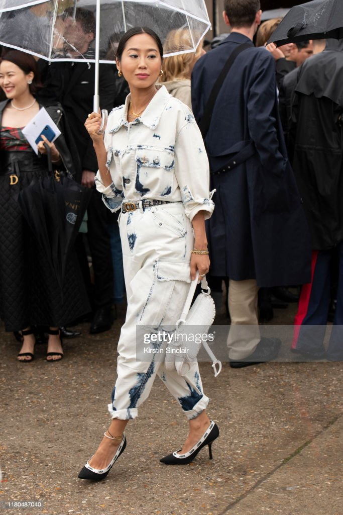 Street Style : Paris Fashion Week - Womenswear Spring Summer 2020 : Day Two : News Photo