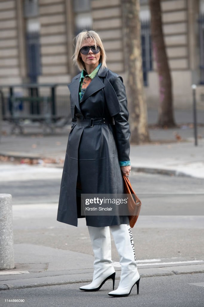 Street Style - Paris Fashion Week Womenswear Fall/Winter 2019/2020 : Day Four : News Photo