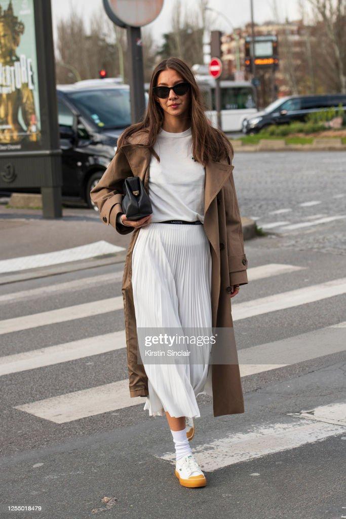 Street Style  - Paris Fashion Week - Womenswear Fall/Winter 2020/2021 : Day Nine : News Photo