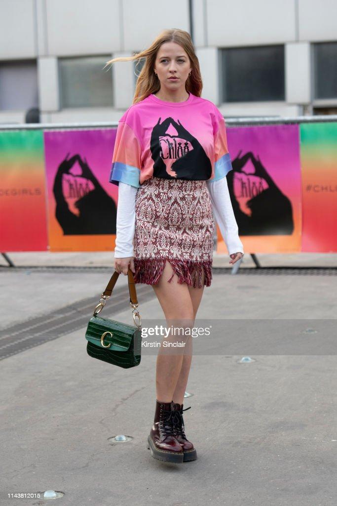 Street Style - Paris Fashion Week Womenswear Fall/Winter 2019/2020 : Day Four : ニュース写真