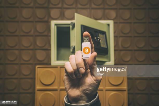 digital money concept, future of money, digital currency, bitcoin - crypto monnaie photos et images de collection