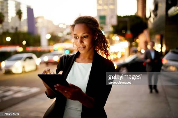 都市の夜デジタル タブレット。