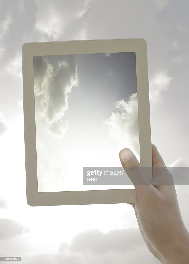 tablet PC mit Wolke : Stock-Foto