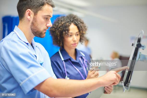 digital tablets - healthcare and medicine stock pictures, royalty-free photos & images