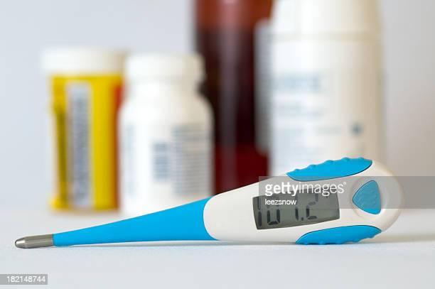 デジタル温度計/薬剤 - digital thermometer ストックフォトと画像