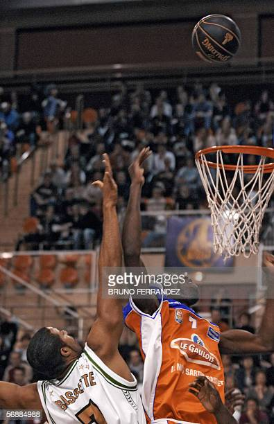 Le Mans' Alain Koffi vies with BourgenBresse's US player Reggie Bassette during their Semaine des as final basketball match 19 February 2006 in Dijon...