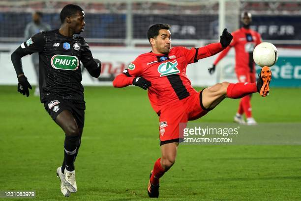 Dijon's French midfielder Jordan Marie fights for the ball with Lille's US midfielder Timothy Weah during the French Cup round-of-64 football match...