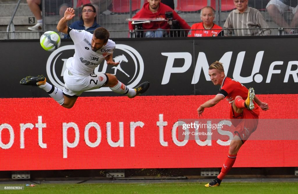 Dijon's French midfielder Romain Amalfitano (L) vies with Rennes' French midfielder Benjamin Bourigeaud during the French L1 football match between Rennes (SRFC) and Dijon (DFCO) at the Roazhon Park stadium in Rennes, western France, on August 19, 2017. /