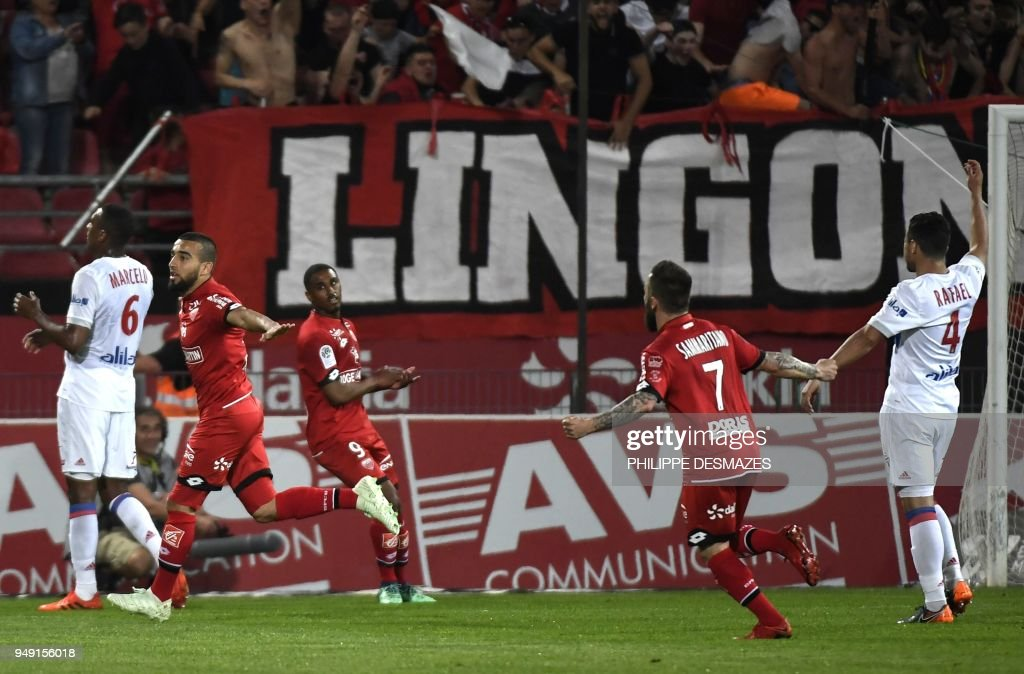 Dijon's French-Tunisian midfielder Naim Sliti (2ndL) reacts after scoring during the French L1 football match between Dijon FCO and Olympique Lyonnais, on April 20, 2018, at the Gaston Gérard Stadium in Dijon, central France.