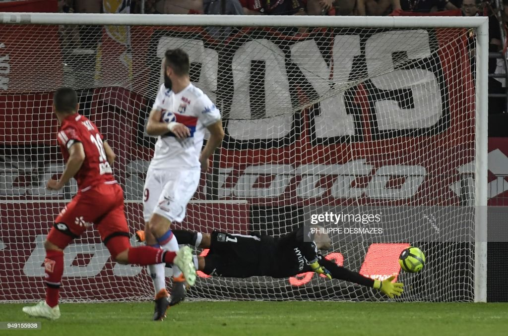 TOPSHOT - Dijon's French-Tunisian midfielder Naim Sliti (L) shoots and scores against Lyon's French midfielder Lucas Tousart (C) and Lyon's French-Portuguese goalkeeper Anthony Lopes (R) during the French L1 football match between Dijon FCO and Olympique Lyonnais, on April 20, 2018, at the Gaston Gérard Stadium in Dijon, central France.