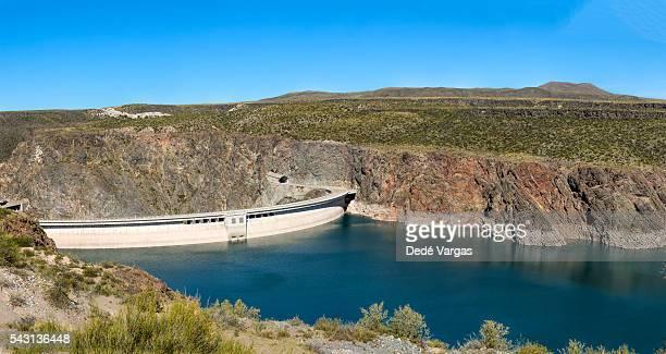 dike agua del toro, mendoza - dique barragem imagens e fotografias de stock