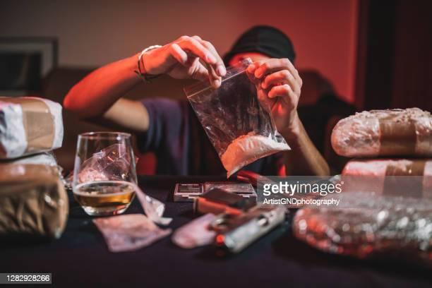 dilar preparing drugs for selling. - drug dealer stock pictures, royalty-free photos & images